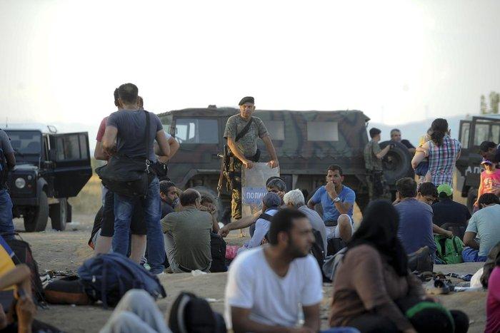 Δακρυγόνα κατά των μεταναστών στα ελληνοσκοπιανά σύνορα - εικόνα 7