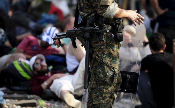 Δακρυγόνα κατά των μεταναστών στα ελληνοσκοπιανά σύνορα - εικόνα 8