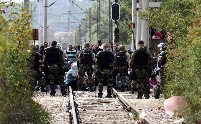 Δακρυγόνα κατά των μεταναστών στα ελληνοσκοπιανά σύνορα - εικόνα 9