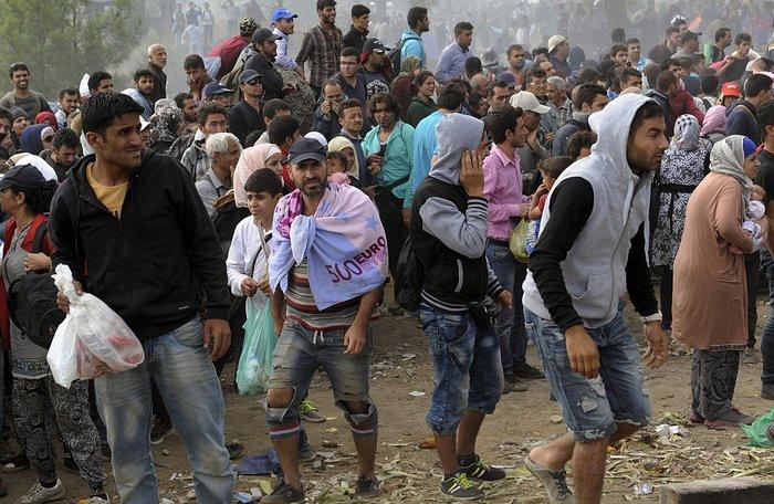 Δακρυγόνα κατά των μεταναστών στα ελληνοσκοπιανά σύνορα