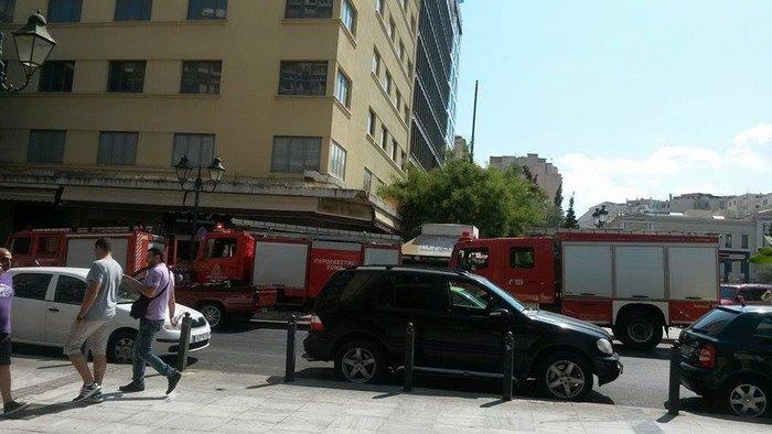 Ανδρας αυτοπυρπολήθηκε και έπεσε στο κενό στο κέντρο της Αθήνας - εικόνα 3