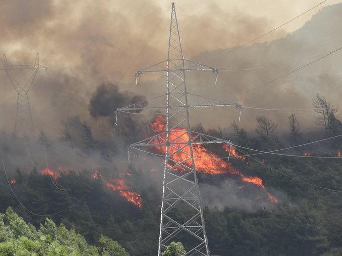 Πυρκαγιά στη Ρόδο:Κάτοικοι εγκαταλείπουν τα σπίτια τους [βίντεο] - εικόνα 3