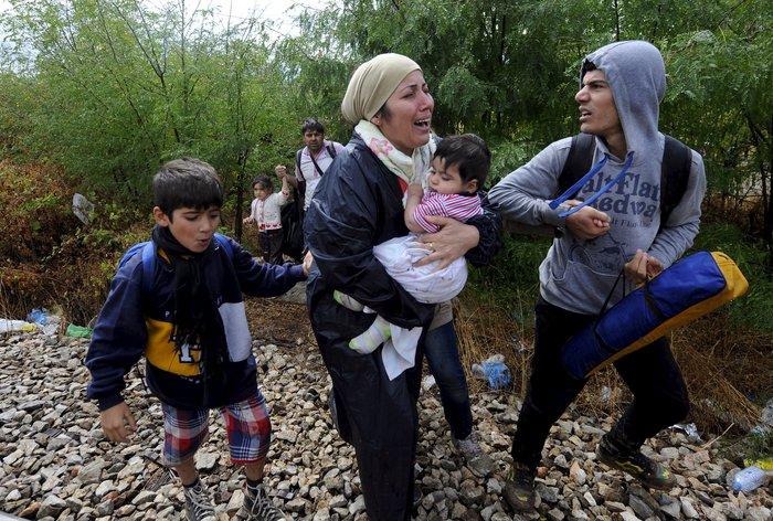 4.000 πρόσφυγες πέρασαν τα σύνορα στην Ειδομένη - εικόνα 2