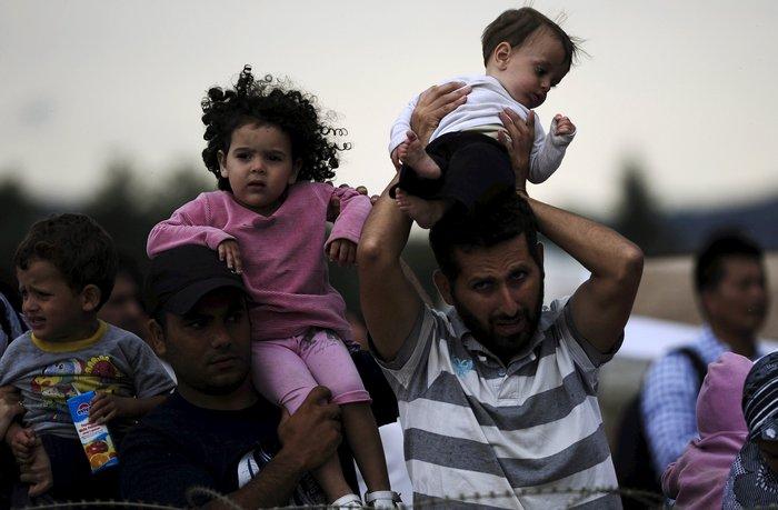 4.000 πρόσφυγες πέρασαν τα σύνορα στην Ειδομένη - εικόνα 3