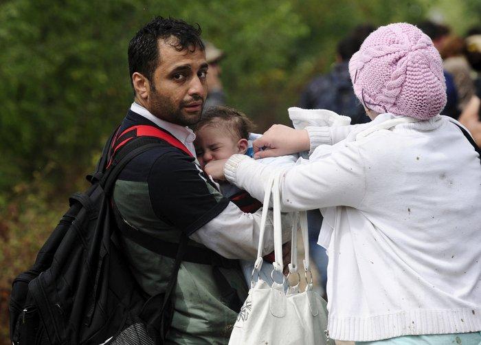 4.000 πρόσφυγες πέρασαν τα σύνορα στην Ειδομένη - εικόνα 5
