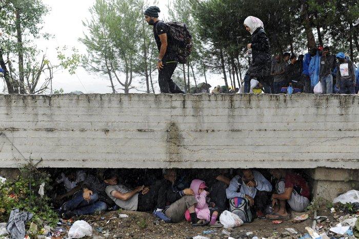 4.000 πρόσφυγες πέρασαν τα σύνορα στην Ειδομένη - εικόνα 8