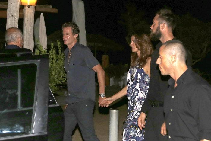 Κλούνεϊ, Αμάλ, Σίντι Κρόφορντ & σύζυγος στην Ιμπιζα - εικόνα 4