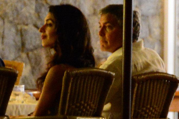 Κλούνεϊ, Αμάλ, Σίντι Κρόφορντ & σύζυγος στην Ιμπιζα - εικόνα 6