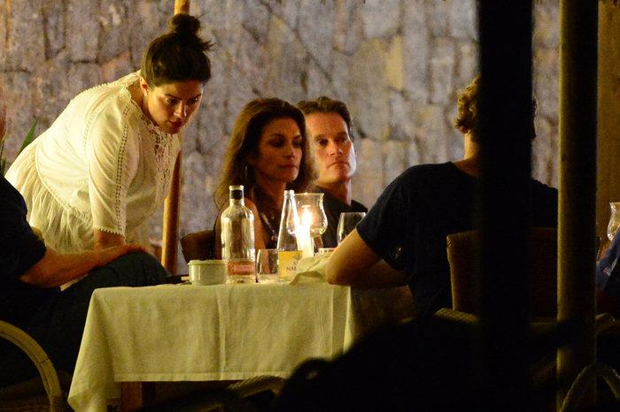 Κλούνεϊ, Αμάλ, Σίντι Κρόφορντ & σύζυγος στην Ιμπιζα - εικόνα 9