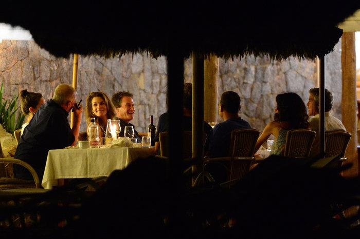 Κλούνεϊ, Αμάλ, Σίντι Κρόφορντ & σύζυγος στην Ιμπιζα - εικόνα 10