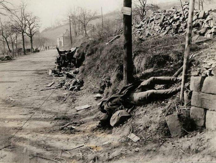 Συγκλονιστικές φωτογραφίες από τη φρίκη του Β' Παγκοσμίου Πολέμου - εικόνα 2
