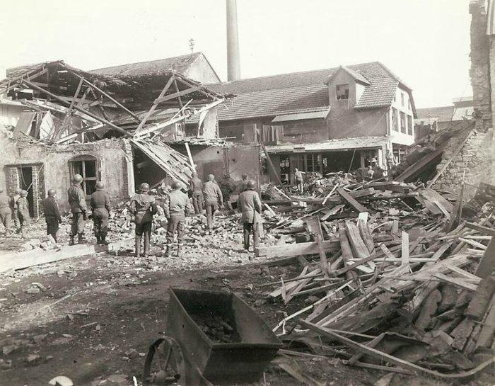 Συγκλονιστικές φωτογραφίες από τη φρίκη του Β' Παγκοσμίου Πολέμου - εικόνα 4