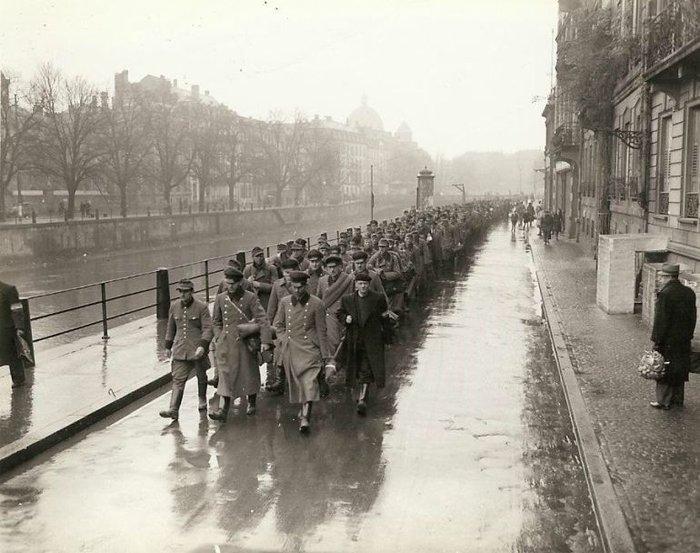 Συγκλονιστικές φωτογραφίες από τη φρίκη του Β' Παγκοσμίου Πολέμου - εικόνα 7
