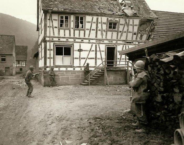 Συγκλονιστικές φωτογραφίες από τη φρίκη του Β' Παγκοσμίου Πολέμου - εικόνα 9