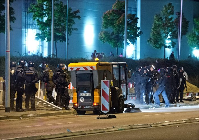 Ταραχές στη Δρέσδη με ακροδεξιούς για τους μετανάστες - εικόνα 3