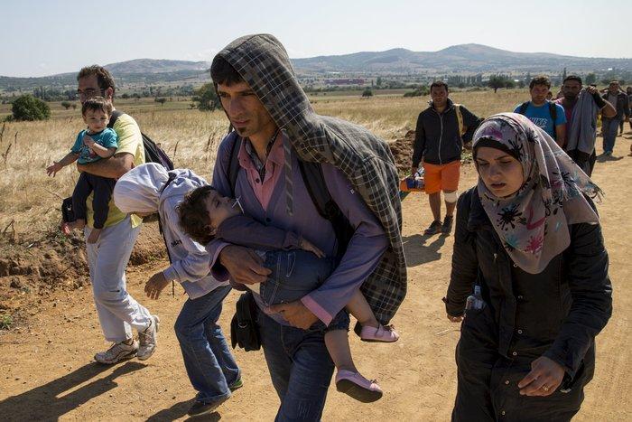 Τρεις συγκλονιστικές ιστορίες προσφυγιάς στα σύνορα των Σκοπίων