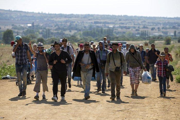 Τρεις συγκλονιστικές ιστορίες προσφυγιάς στα σύνορα των Σκοπίων - εικόνα 2