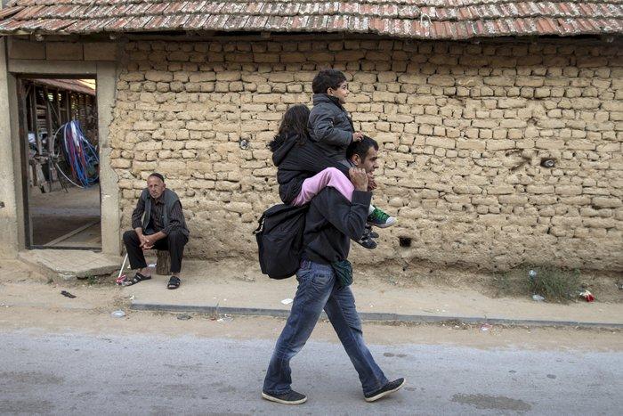 Τρεις συγκλονιστικές ιστορίες προσφυγιάς στα σύνορα των Σκοπίων - εικόνα 4
