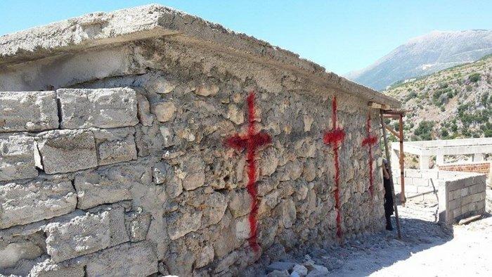 Αλβανική πρόκληση.Γκρέμισαν τον ορθόδοξο ναό στη Χιμάρα - εικόνα 9