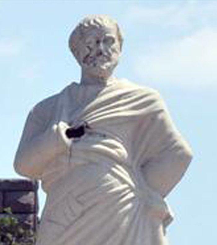 Βανδάλισαν το άγαλμα του Αριστοτέλη στην Τουρκία
