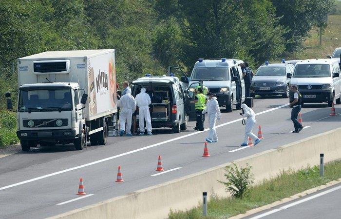ΣΟΚ στην Αυστρία: Δεκάδες μετανάστες νεκροί μέσα σε φορτηγό