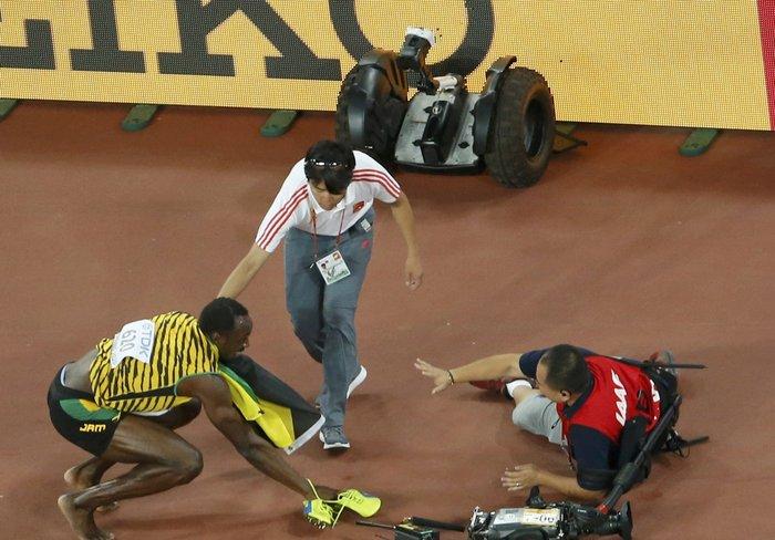 «Ατύχημα» του Γιουσέιν Μπολτ μετά τη νίκη στα 200μ