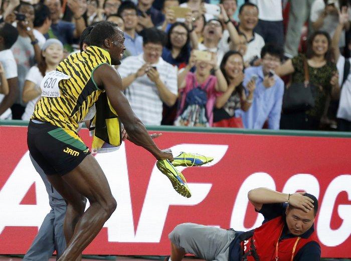 «Ατύχημα» του Γιουσέιν Μπολτ μετά τη νίκη στα 200μ - εικόνα 2