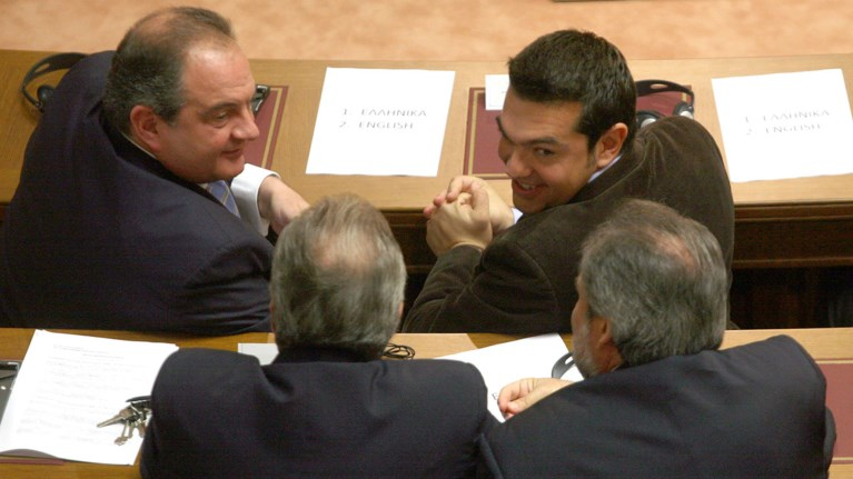 upiresiaki-me-sfragida-tsipra-kai-karamanli-