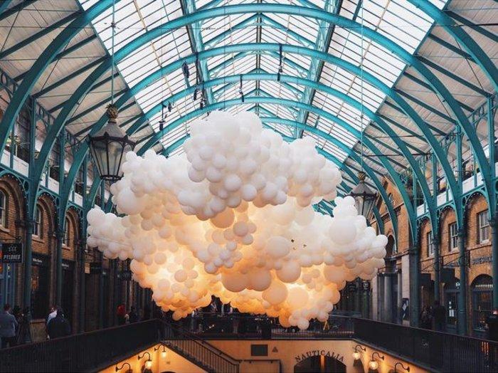 Το trendy Κόβεντ Γκάρντεν του Λονδίνου γέμισε με 100.000 μπαλόνια ! - εικόνα 5