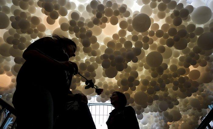 Το trendy Κόβεντ Γκάρντεν του Λονδίνου γέμισε με 100.000 μπαλόνια !