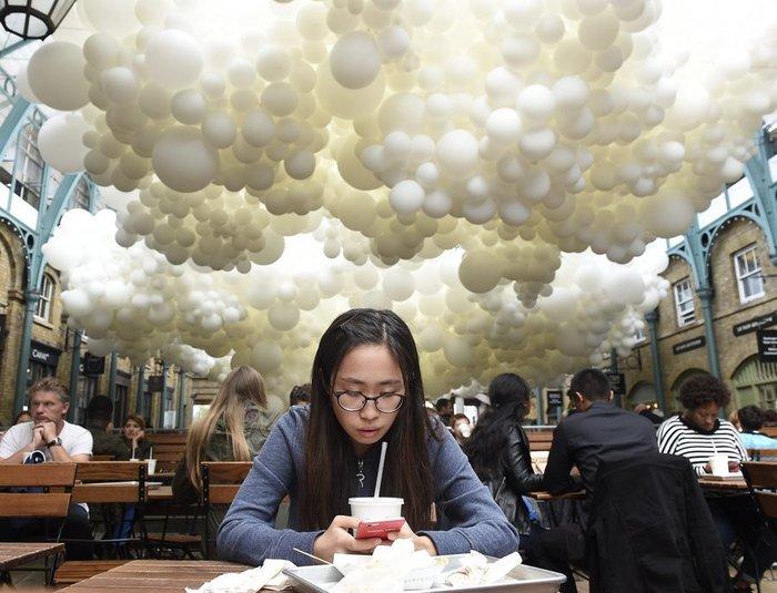Το trendy Κόβεντ Γκάρντεν του Λονδίνου γέμισε με 100.000 μπαλόνια ! - εικόνα 3