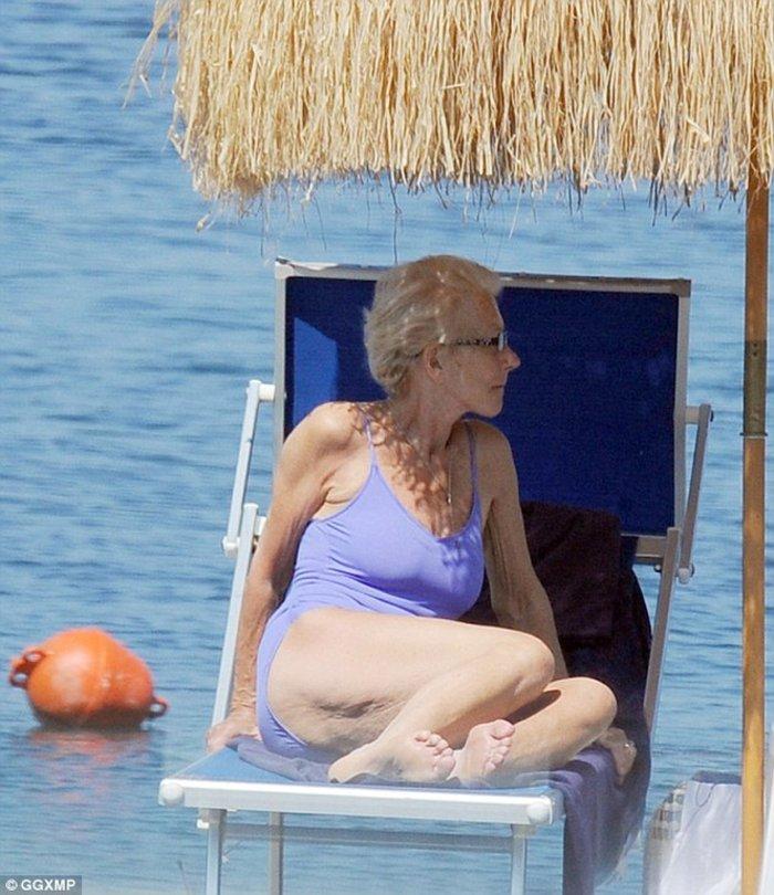 Η grande dame Έλεν Μίρεν με μαγιό στα 70 της! - εικόνα 3