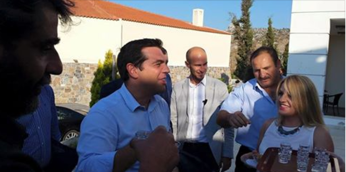 Οι τσικουδιές του Τσίπρα στα Ανώγεια της Κρήτης (φωτό) - εικόνα 2