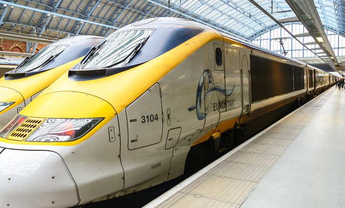 Χάος: Εγκλωβισμένοι στο σκοτάδι στα τρένα του Eurostar [φωτο]