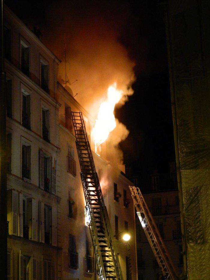 Τραγωδία στο Παρίσι: Οκτώ νεκροί από πυρκαγιά σε κτήριο - εικόνα 3