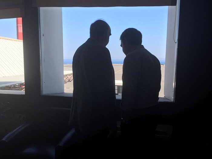 Τσίπρας-Μεϊμαράκης τα είπαν στα όρθια στο αεροδρόμιο
