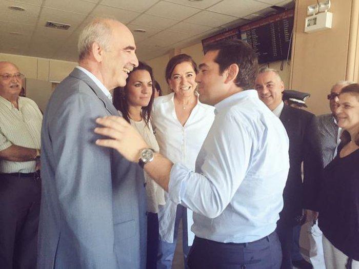 Τσίπρας-Μεϊμαράκης τα είπαν στα όρθια στο αεροδρόμιο - εικόνα 4