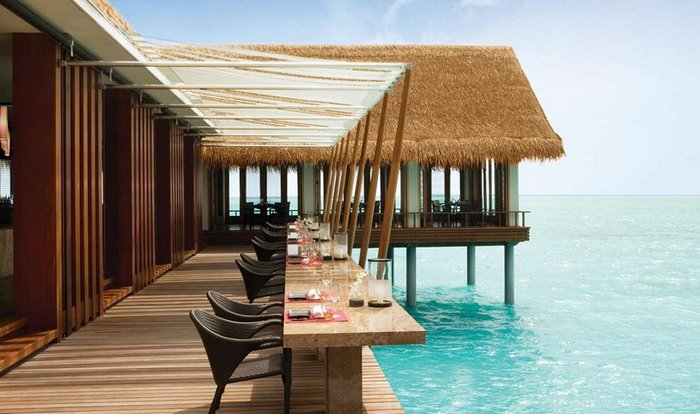 Σε αυτά τα 10 εστιατόρια με φόντο το νερό, θα ερωτευτείς