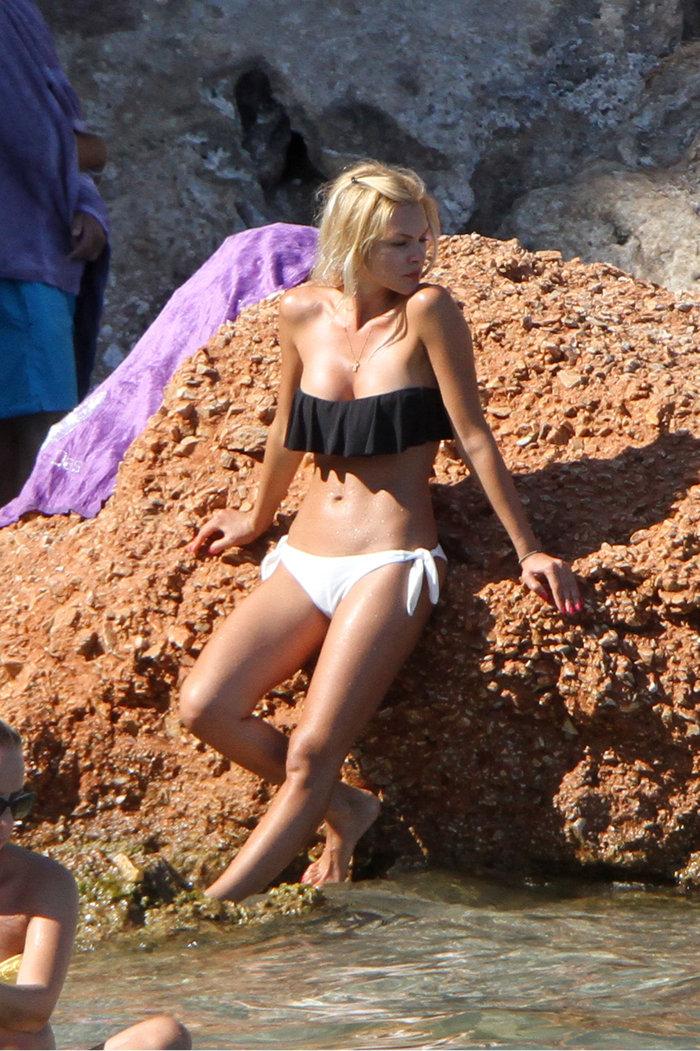 Για να φωτογραφήσει ο παπαράτσι τη Βίκυ Κάβουρα, την πλήρωσε ο βράχος! - εικόνα 4
