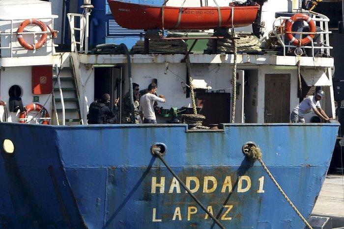 Χιλιάδες όπλα και σφαίρες στα αμπάρια του πλοίου - εικόνα 3