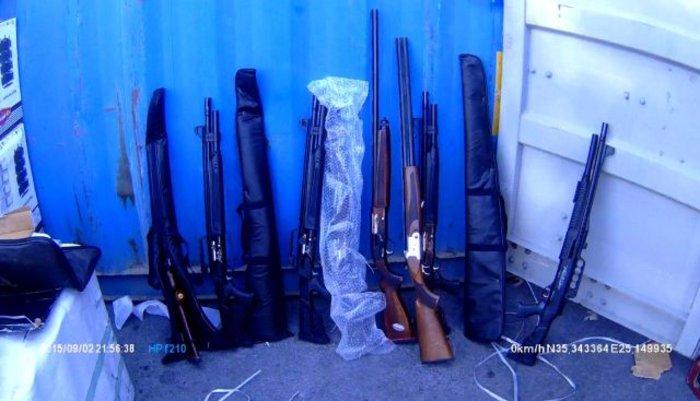 Χιλιάδες όπλα και σφαίρες στα αμπάρια του πλοίου - εικόνα 2