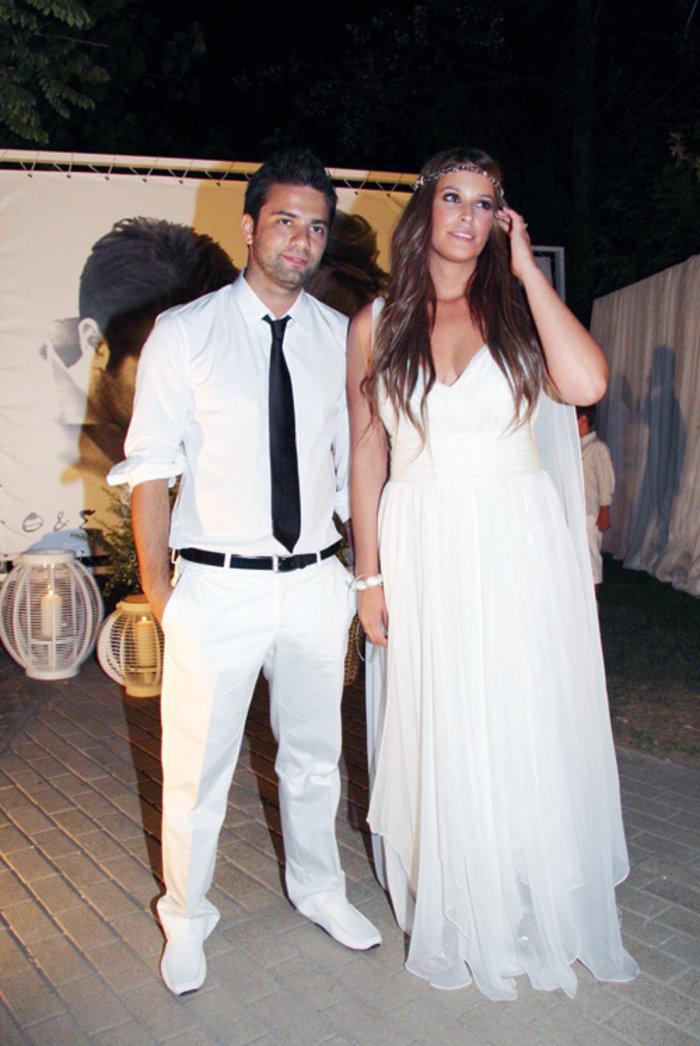 Το ζευγάρι στο γαμήλιο γλέντι στη Χαλκιδική, στις 16 Αυγούστου του 2009