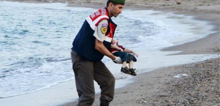 Παγκόσμιο σοκ από τις εικόνες ντροπής, ξύπνησε η Μέρκελ