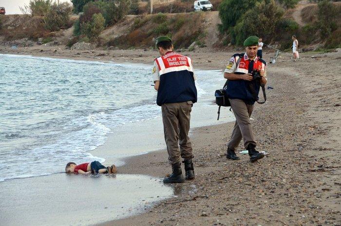 Παγκόσμιο σοκ από τις εικόνες ντροπής, ξύπνησε η Μέρκελ - εικόνα 2