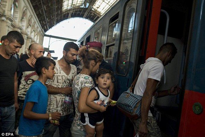 Xάος με την προσφυγική έξοδο σε ολόκληρη την Ευρώπη - εικόνα 5