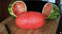Απίστευτο τρικ: «Γδύνει» ένα ολόκληρο καρπούζι και τους αφήνει άφωνους!