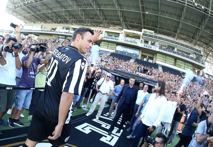 Ο Μπερμπάτοφ αποθεώθηκε κατά την άφιξη του στο γήπεδο του ΠΑΟΚ [Βίντεο]
