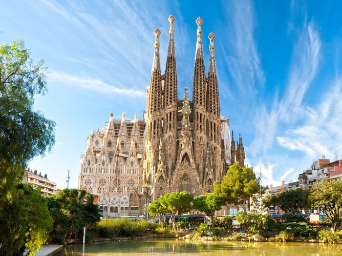 Η φημισμένη Sagrada Família του ισπανού αρχιτέκτονα Antoni Gaudí στη Βαρκελώνη