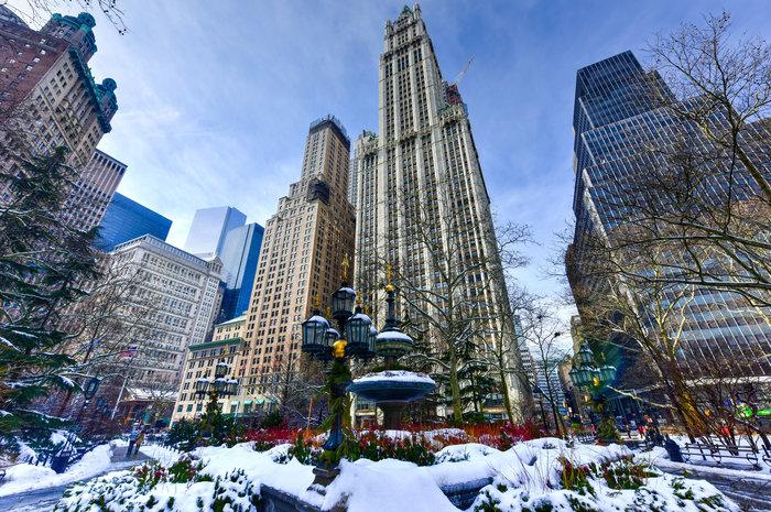 ...και το Woolworth Building, που ήταν το ψηλότερο κτήριο του κόσμου από το 1913 έως το 1930