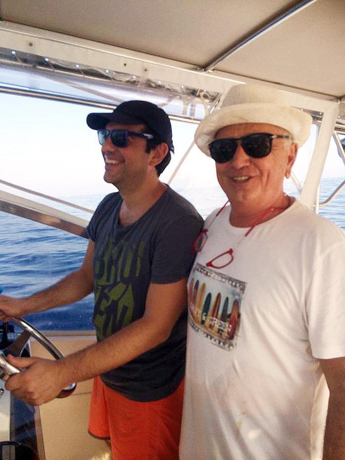 Οι καλοκαιρινές διακοπές του Τσίπρα με τον Mr DHI και το σκάφος του - εικόνα 2